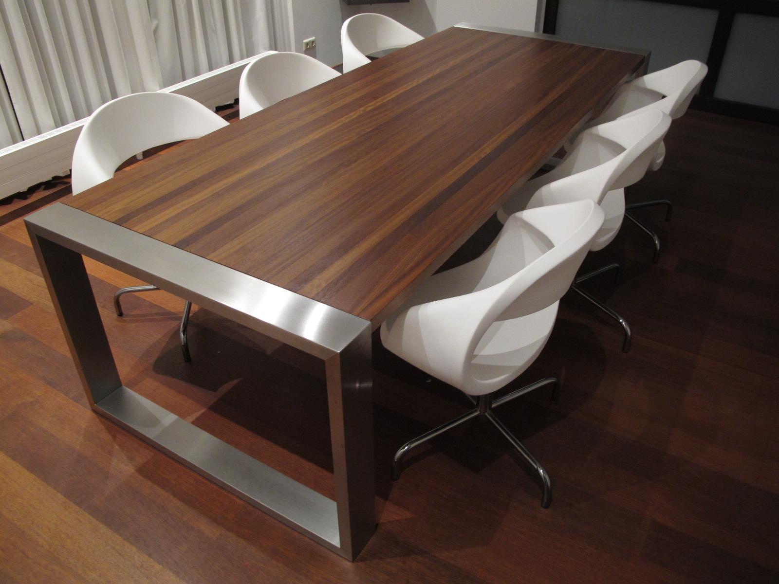 eettafel van geborsteld rvs en massief. Black Bedroom Furniture Sets. Home Design Ideas